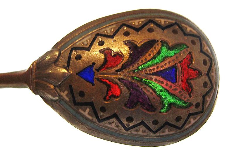 Ложка серебряная с витражной эмалью семи цветов