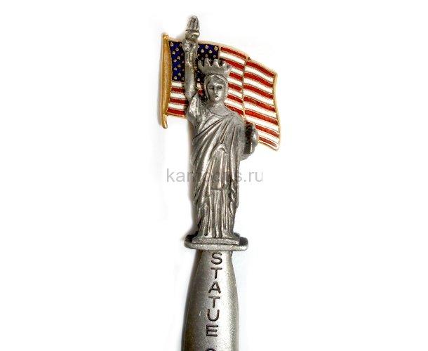Ложка украшена фигуркой статуи Свободы